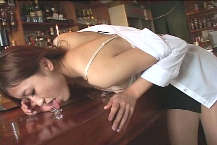 松澤理乃「電撃Rookies」派手目美女が股間に紐をこ...